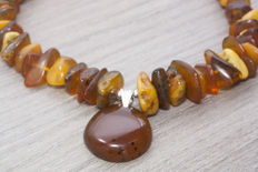 Large untreated Baltic amber necklace – Butter colour with central teardrop in cognac colour – No reserve