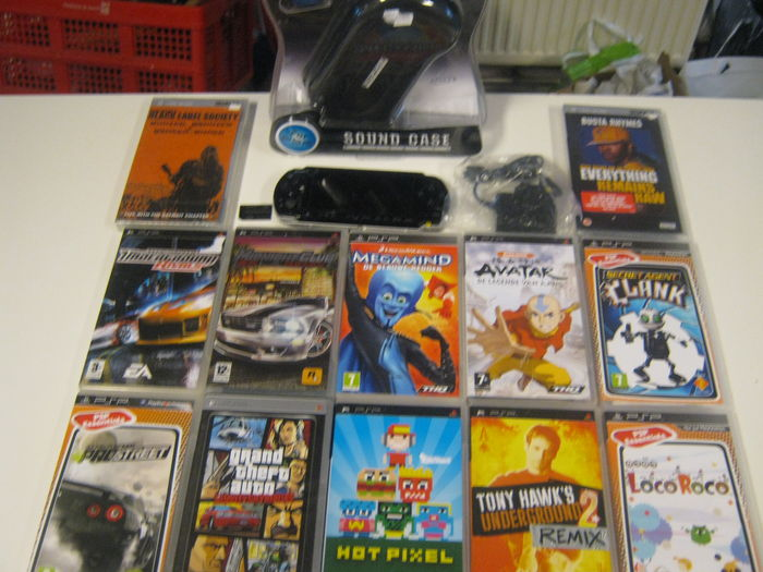 Sony PSP Console With 4GB MS Pro Duo 2 UMD Movies Sound Case