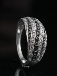 Sterling silver diamond ring total 0.23ct.  Ringsize: 55; no minimum price