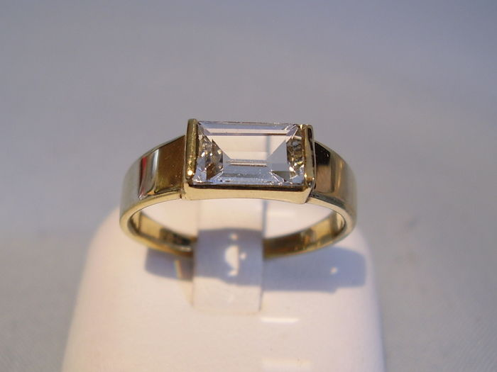 18 kt gold aquamarine solitaire ring, 1.15 ct, tested + expert report