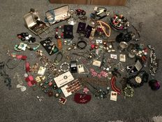 Massive estate clearance brooches silver plate old rare finds