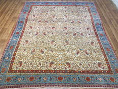 Antique Persian carpet Ghom/Iran, beginning of the 20th  century, 325 x 243 cm. Natural colours, fine knotting