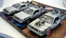 Back to the Future - Welly - Scale 1:24 - Delorean Time Machine - Back to the Future I II III - Trilogy Pack
