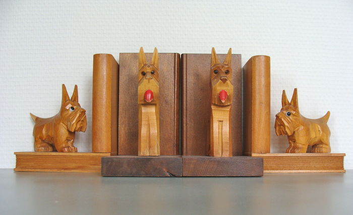 2 pair of beautiful wooden bookends with terriers - The Netherlands and Germany - first half of the 20th century