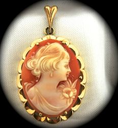 Beautiful 14 kt gold pendant with cameo depicting a woman's face