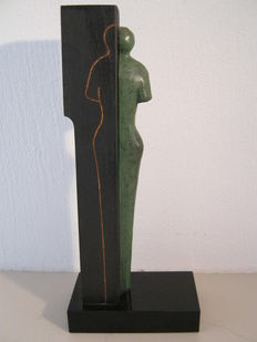 Unique work of art - sculpture of human figure in wood and bronze on marble base - 23 cm height