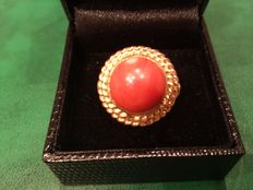Vintage 18k gold and coral ring