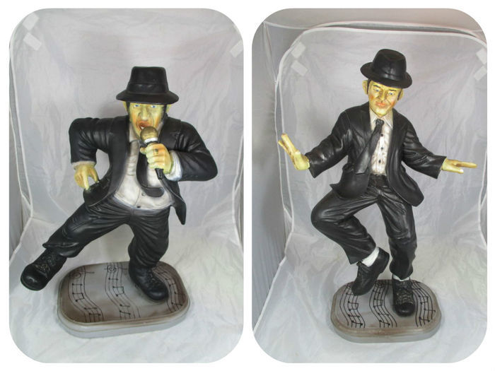 The Blues Brothers - pair of statues - the dancing Blues Brothers - height between 56-65 cm