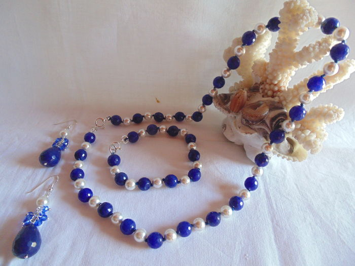blue agate parure with fresh water cultured parls all hand knotted