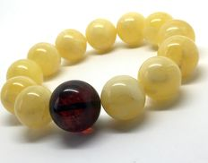 Amber bracelet of large round-shaped beads 16.8 and 19.4 mm in diameter, butter and cherry