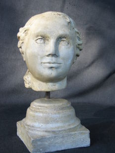 Limestone head of a noblewoman - Central Italy - 16th-century