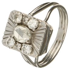 White gold ring set with rose cut diamond of approx. 0.50 ct and 6 brilliant cut diamonds of approx. 0.44 ct in total