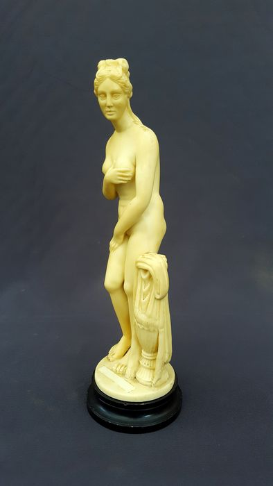 Greek mythology - Venus Statue, signed - Italy - c.a. 1975