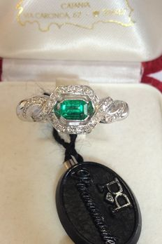 18 kt gold ring with diamonds, G, VS, 0.23 ct, and emerald - Size 17.5