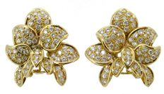 18 kt gold earrings in a leaves pattern, set with brilliant-cut diamonds. With Gemmology Certificate.