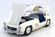 Premium ClassiXXs - Scale 1/12 - Mercedes-Benz 300 SL Gullwing - White with blue interior