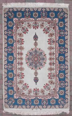 Persian Isapahn in wool and silk on a silk weft.