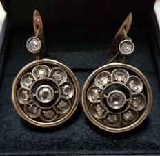Earrings with 1.5 ct diamonds.