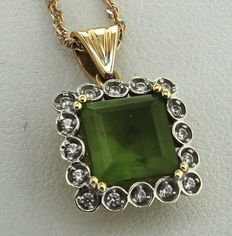 14 kt yellow gold necklace and pendant inlaid with zultanite and diamond, length: 43 cm