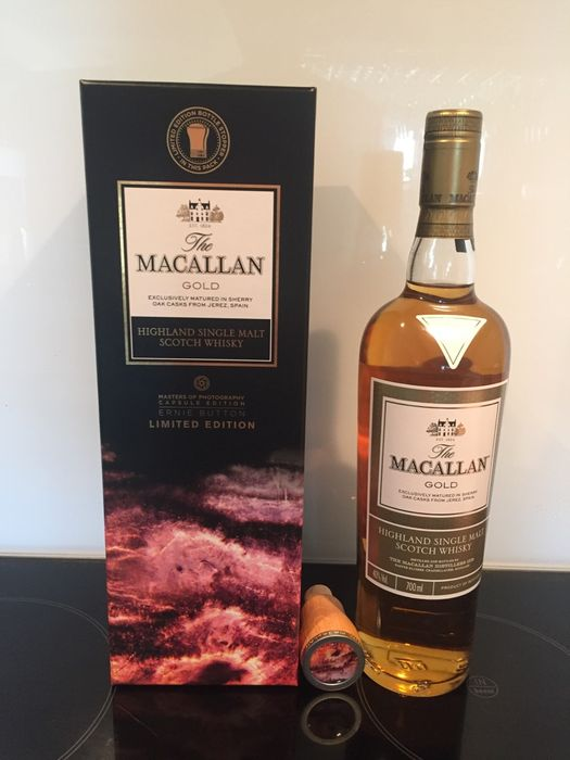 Macallan Gold - Masters of Photography Ernie Button With Wooden Stopper - Limited Edition