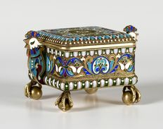 Imperial Russian 84 silver gilt cloisonné enamel box with cockerel handles, mark of Pavel Ovchinnikov (1830-1888) beneath the imperial warrant, Moscow, Russia, 1908-1917