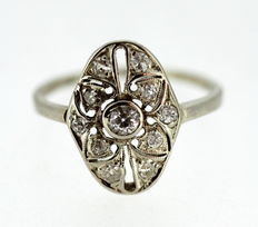 18K White Gold Ladies Ring With Diamonds ( 0.40 CT Total )