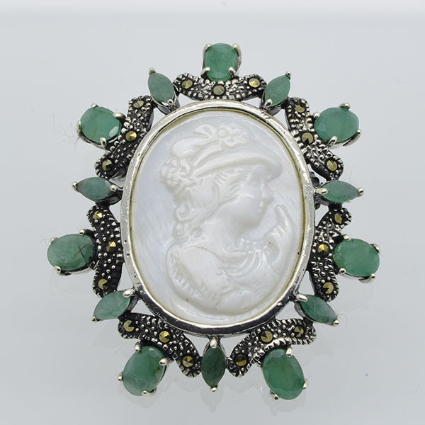Brooch – Vintage silver cameo pendant with marcasite, mother of pearl and natural emerald