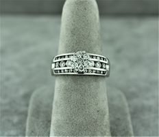 Cocktail ring in 14kt white gold set with diamonds