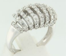 18 kt white gold ring set with 79 brilliant cut diamonds, ring size 17.5 (55)
