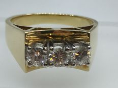 14 kt gold ring with 3 brilliants