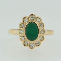 18 kt yellow gold entourage ring with emerald and diamond