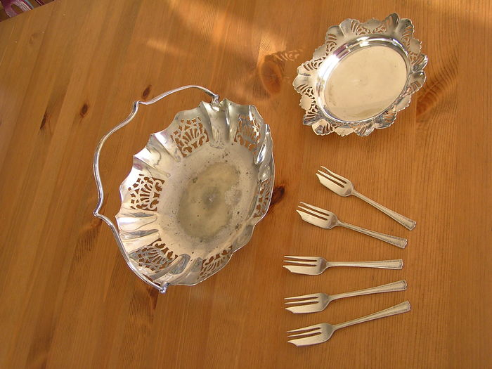 Lot of E.P.N.S. utensils, made in Engeland, early 20th century