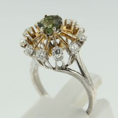 14 kt bicolour gold ring with geen quartz and diamond, ring size 16.5 (52)
