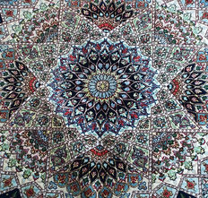 BEAUTIFUL CONTEMPORARY PERSIAN ISFAHAN WOOL and Silk CARPET  205x150 cm or 7 by 4.9 feet