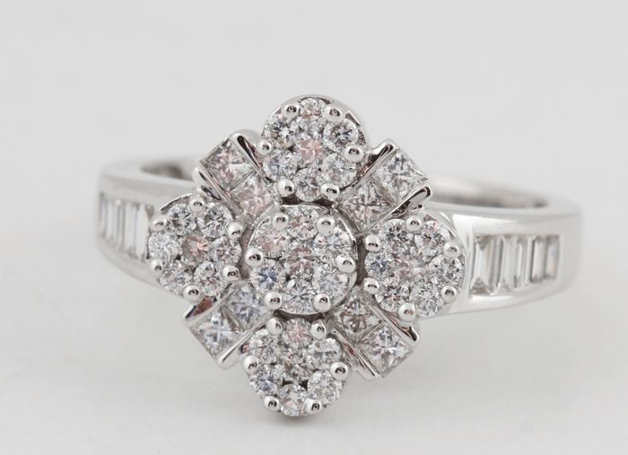 18kt. diamond ring total 1.00ct & size 56. F-G/VS2-SI1. - Ringsize: 56 / 17.75mm
