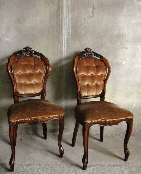 A pair of William III walnut and blackened dining chairs - The Netherlands - second half 19th century