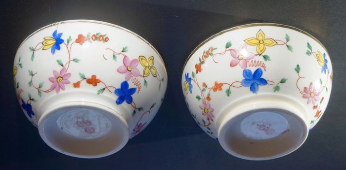 Gardner porcelain - two bowls made of Russian porcelain for the Arab market