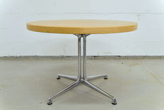 "Vitra – table with ""La Fonda"" chassis."
