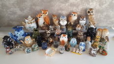 Special collection of 40 owls, collectibles, Delft-blue, hand painted, signed etc.