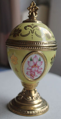 "House of Faberge Porcelain Musical Orchid Egg - ""Song of the Lark Musical - Tchaikovsky"""