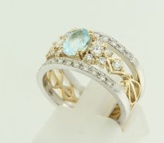 Bi-colour gold ring set with 1 topaz and 34 pieces of brilliant cut diamond, approx. 1.61 ct in total.
