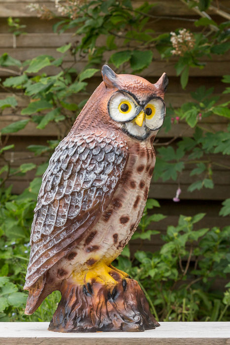 Large-sized sculpture of an owl, so-called Oehoe