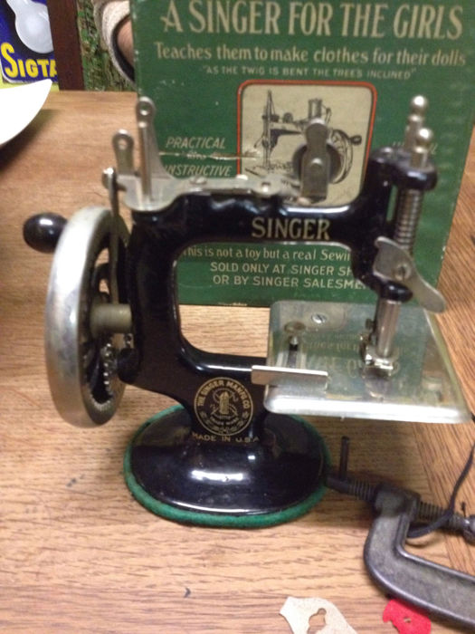 SINGER SEWING MACHINES 1920
