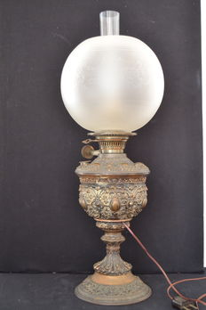 "A brass ""Triumph Patent Lampe""  table oil lamp - France - early 20th century"