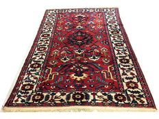 Remarkable Persian carpet: Antique Bakhtiar of 325 x 215 cm, circa 1920.