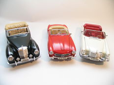 Maisto - 1/18 scale - lot with 3 models: Mercedes-Benz 280SE 1967, Mercedes-Benz 190SL 1955 & Mercedes 300S 1955