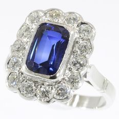 2.30 crt sapphire and 1.12 crt diamonds platinum ring from the Fifties