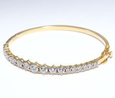 Solid Yellow Gold Solitaire diamond bracelet made of solid 14 kt yellow hallmarked gold