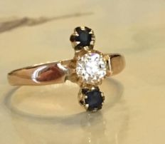 14 karat yellow gold women's ring with bolshevik cut diamond, approx. 0.30 ct H/VS and sapphire