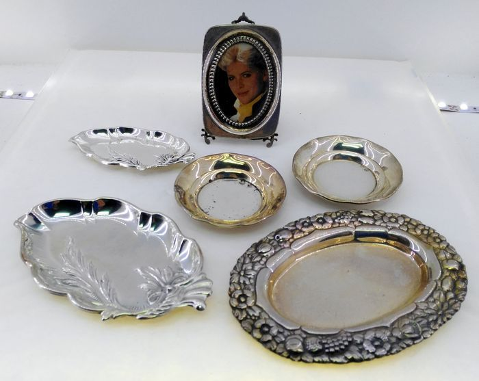 Miscellaneous lot of engraved and hallmarked 925 silver - picture frame, and small dishes and trays